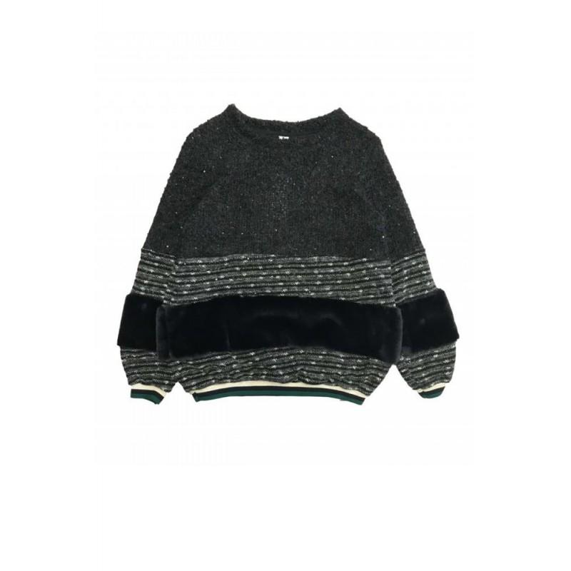 f4b334fc7e22a Jersey de punto negro combinado con pelo.
